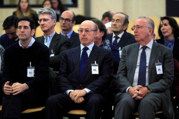 El ex presidente de Pescanova Manuel Fernández de Sousa (derecha),...