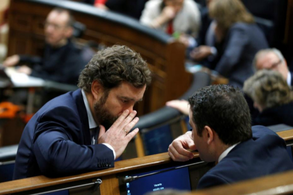 El diputado por Vox, Iván Espinosa de los Monteros conversa con...