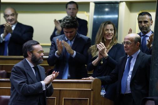 Ignacio Gil Lázaro (Vox), aplaudido por su partido tras ser nombrado...