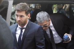 Leo Messi y su padre, a la llegada al juicio en Barcelona.