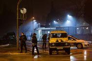 Cuerpos de seguridad de Montenegro acordonaN los alrededores de la embajada de EEUU.