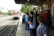 Una de las protestas realizadas en los últimos años para reivindicar mejoras en la línea férrea Alcoy-Xátiva.