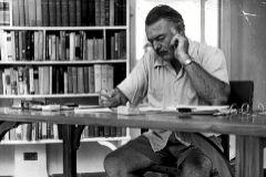 Ernest Hemingway en su casa de Cuba.