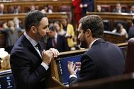 Santiago Abascal (Vox) y Pablo Casado (PP), ayer, en el Congreso.