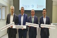 Fernando Móner (Avacu), el conseller Rafael Climent, Salvador Navarro (CEV) y Rafael Torres (Confecomerç), en la presentación de la campaña.