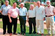 El Padre Ricardo, tercero por la izquierda, en una comida en su honor de la asociación Les Paelles de Penyeta Roja.