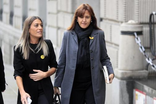 Las diputadas de JxCat Laura Borràs y Míriam Nogueras, a su llegada...