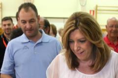 Susana Día y su marido José María Moriche votan en unas elecciones.