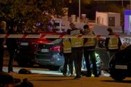 La policía, anoche en el lugar del tiroteo de Marbella.