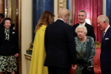 ¿Regañó Isabel II a la princesa Ana por no saludar a Trump? Los expertos responden