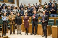 Los parlamentarios vascos inician el pleno cantando contra el cáncer infantil