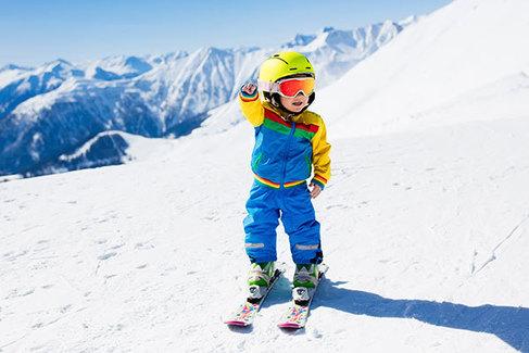 Estas son las mejores estaciones para esquiar con niños en España