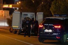 La policía, en el lugar del crimen que tuvo lugar este martes en Marbella.