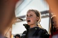 La joven Greta Thunberg pronuncia un discurso en Lisboa.