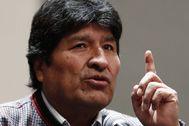 MEX9297. CIUDAD DE MÉXICO (MÉXICO).- El expresidente de Bolivia, asilado en México, <HIT>Evo</HIT> <HIT>Morales</HIT>, habla hoy, miércoles en una conferencia de prensa convocada por el exmandatario para denunciar las muertes de manifestantes bolivianos a manos de las policías de su país en Ciudad de México. <HIT>Morales</HIT> mostró a la prensa un video donde se puede observar las acciones de la policía golpeando con excesiva fuerza a manifestantes, además de los muertos y heridos siendo auxiliados por los propios reclamantes.
