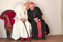 Los dos papas: Dios es de izquierdas