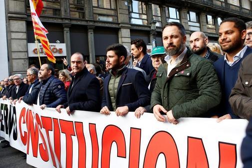 El presidente de VOX, Santiago Abascal (3d), participa en la...