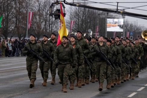 Así viven los 202 soldados españoles que protegen la frontera de Letonia con Rusia