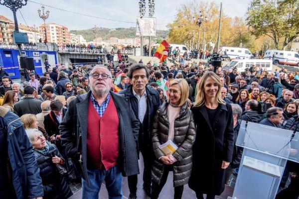 Fernando Savater, Arcadi Espada, Rosa Díez y Cayetana Álvarez de...