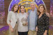 isabel Preysler, Tamara Falcó, Vargas Llosa y Xandra Falcó en el plató de.TVE.