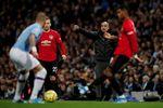 El United entrega la Premier al Liverpool al sorprender al City de Guardiola en el derbi de Manchester