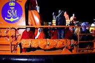 Llegada al puerto de Motril de las 82 personas de origen subsahariano que han sido rescatadas por Salvamento Marítimo cuando transitaban en patera el Mar de Alborán, en diciembre de 2019.