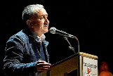 PEPE ÁLVAREZ Y LA SOMBRA DE UGT Y ERC. La imagen es de del 28 de marzo de 2014. Observado por Oriol Junqueras, Pepe Álvarez (Alvariza, Asturias, 1956) interviene en la presentación de la 'mesa por el derecho a decidir del Bajo Llobregat'. Líder (por sorpresa) de la Unión General de Trabajadores en toda España desde 2016, ahora asegura que no conviene un referéndum.