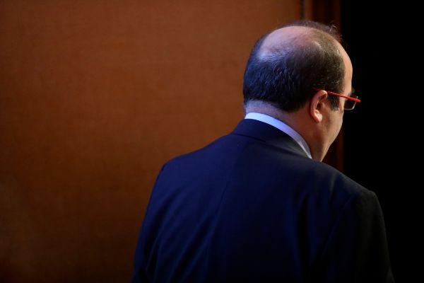 Miquel Iceta en el pleno de control al Govern en el Parlament.