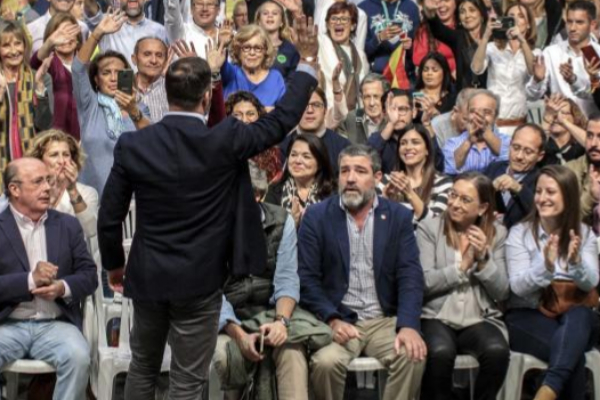 Santiago Abascal, en un mitin celebrado en Valencia, con Enrique...