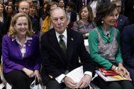 La ministra de Economía Nadia Calviño, Michael Bloomberg y Ana Patricia Botín, esta mañana