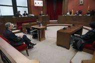 GRAFCAT8077. BARCELONA.- El presidente de la Generalitat, <HIT>Quim</HIT> <HIT>Torra</HIT>, en el Tribunal Superior de Justicia de Cataluña donde este lunes se le juzga por desobedecer la orden de la Junta Electoral de retirar los lazos de los edificios públicos en la campaña del 28A, un caso que puede costarle hasta dos años de inhabilitación. /POOL