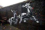 Un mural del artista callejero Banksy, en Birmingham.