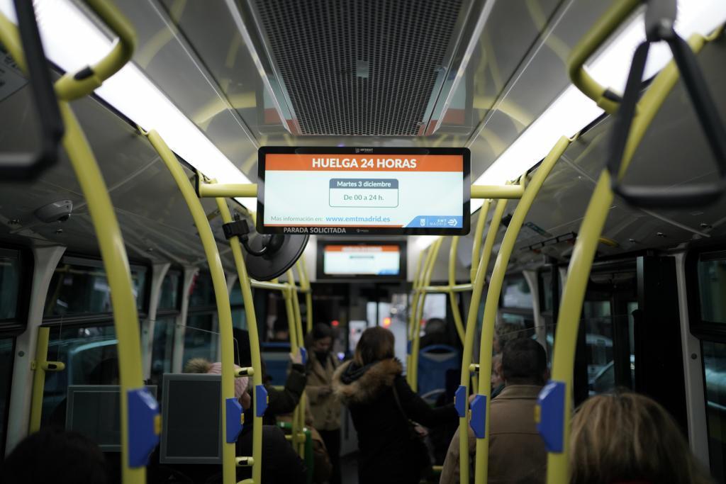 Un autobús de la EMT durante paros en el servicio la pasada semana.