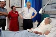 El primer ministro, Boris Johnson, durante una visita a un hospital en Penzance (Cornualles), el pasado noviembre.