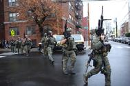 Las fuerzas especiales en el lugar del tiroteo en Jersey City.