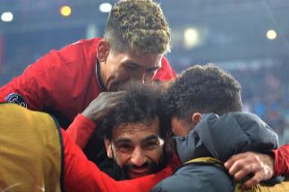 El Liverpool evita la catástrofe y se clasifica junto al Nápoles