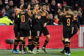 Un indomable Valencia se mete en octavos y manda al Ajax a la Europa League