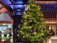 El árbol de Navidad instalado en el Kempinski Hotel Bahía.