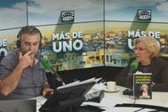 Carlos Alsina y Manuela Carmena, durante la entrevista en 'Más de uno'.