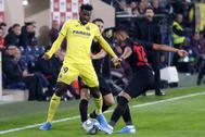 Anguissa presiona a Lodi en el partido frente al Atlético en el Estadio de la Cerámica.