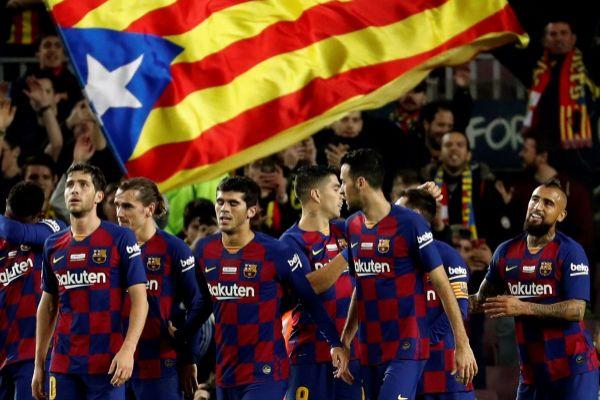 GRAF5276. BARCELONA.- Los jugadores del FC Barcelona celebran el...
