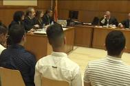 Los miembros de la manada de Manresa durante el juicio en la Audiencia de Barcelona.