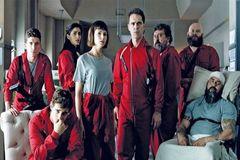 El reparto de la serie de La casa de papel, de Netflix, que se produce en la sede en Tres Cantos (Madrid).