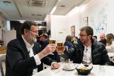 Mariano Rajoy y Pablo Motos salen a tomar una cerveza en directo.