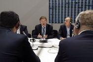 El presidente de la Comunidad Valenciana, Ximo Puig (c), con integrantes del Comité de las Regiones durante su presencia en la Cumbre del Clima.