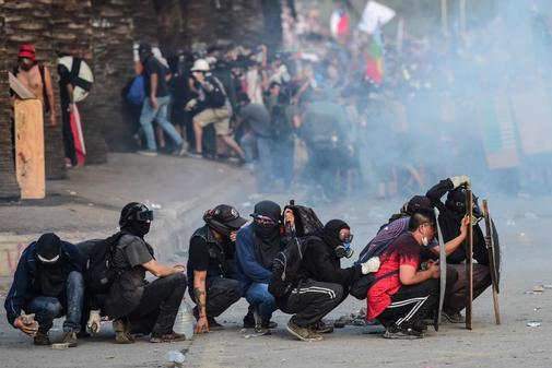 Manifestantes en una protesta contra el gobierno en Santiago de Chile,...