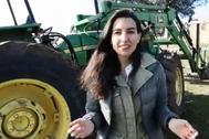 Rocío Monasterio dirige un mensaje a Julia Otero con un vídeo delante de un tractor.