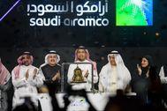 La cúpula directiva de Aramco durante el debut bursátil de la petrolera en Riad.