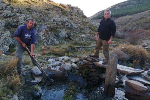 """Los sembradores de agua de Sierra Nevada: """"Hago lo mismo que nuestros antepasados"""""""