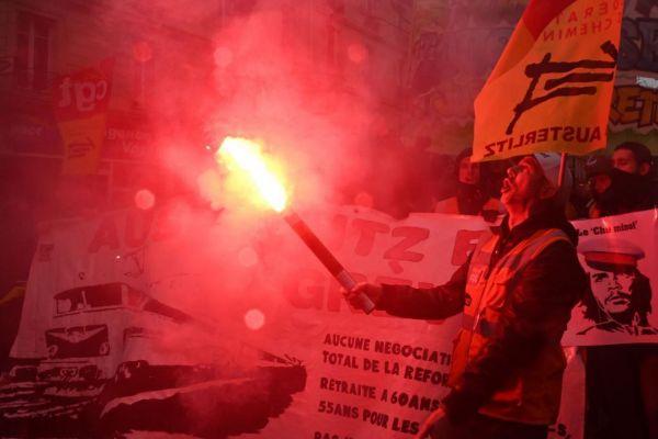 Manifestantes en París en el octavo día de huelga, este jueves.